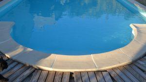 les-gites-du-cabardes-piscine-oscar
