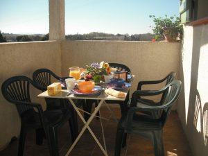 gite carcassonne gite 1 balcon petit dejeuner